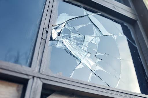 comment réparer une vitre cassée