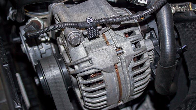 Comment vérifier l'alternateur de votre voiture