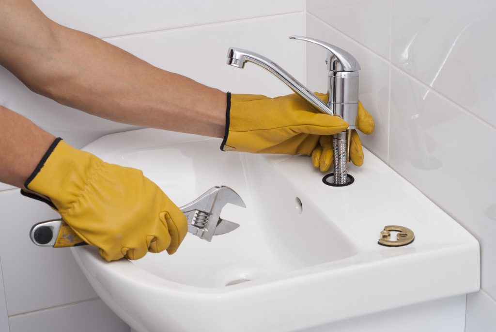 Installez le nouveau robinet