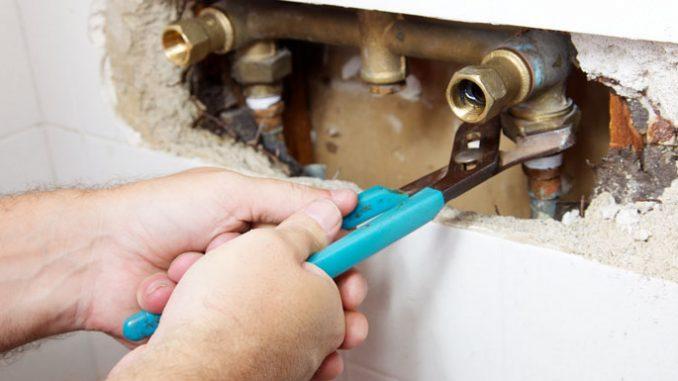 Voici comment trouver des fuites d'eau dans la plomberie de votre maison
