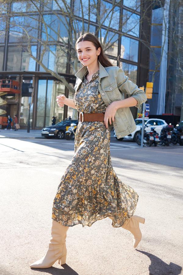 Look hippie cool: veste en jean et robe assortie