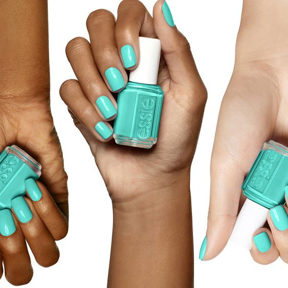 Ongles turquoise