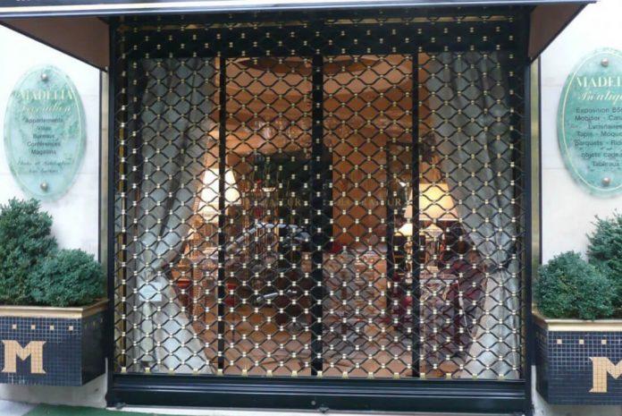 Sécurité des rideaux métalliques